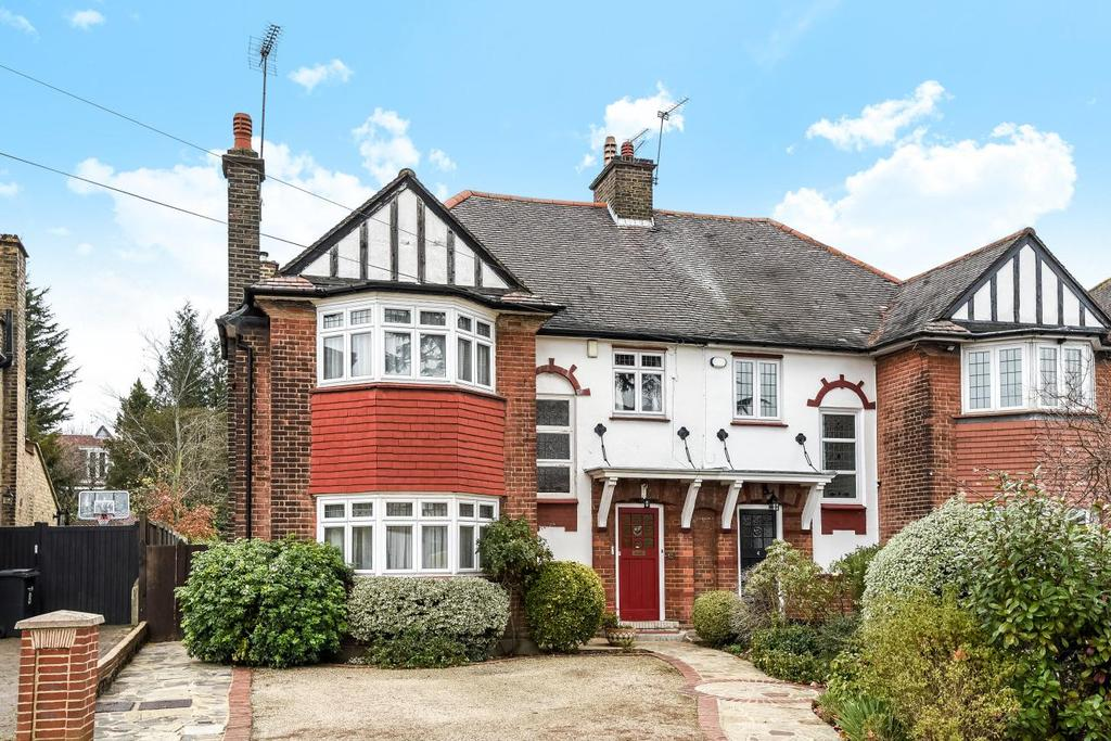 4 Bedrooms Semi Detached House for sale in The Close, Southgate, N14