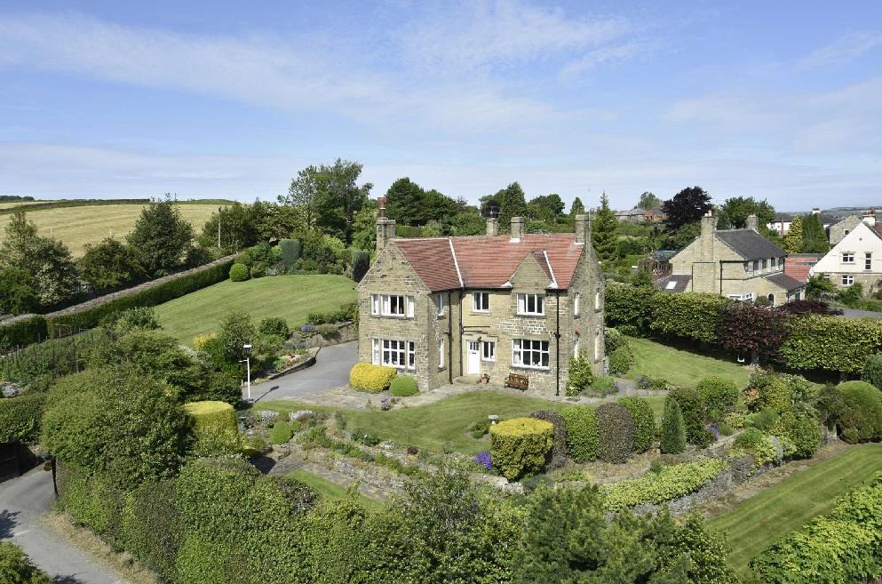 4 Bedrooms Detached House for sale in Highlands, Upper Hagg Road, Thongsbridge, Holmfirth, HD9 3UE
