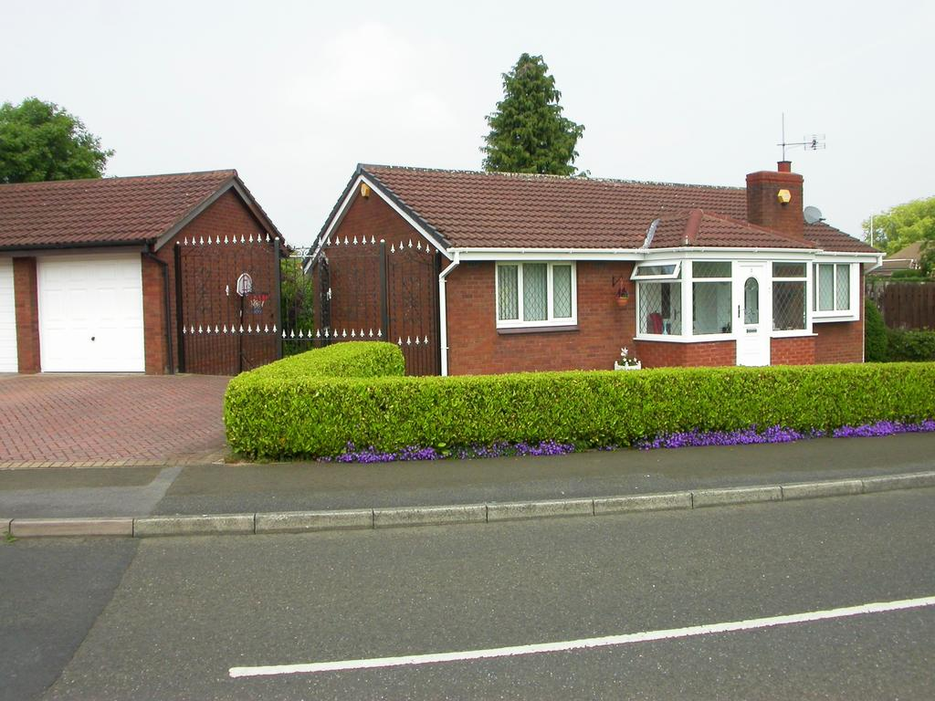 2 Bedrooms Detached Bungalow for sale in CHEADLE HULME (CALDERBROOK DRIVE)