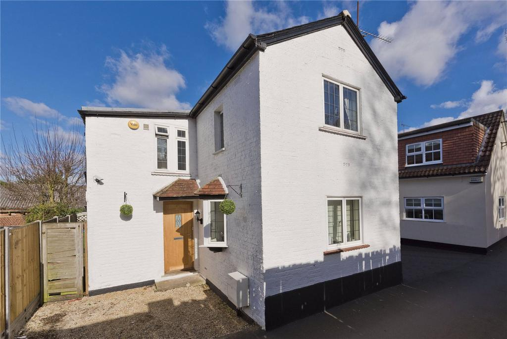 3 Bedrooms Detached House for sale in Waverley Road, Weybridge, Surrey, KT13