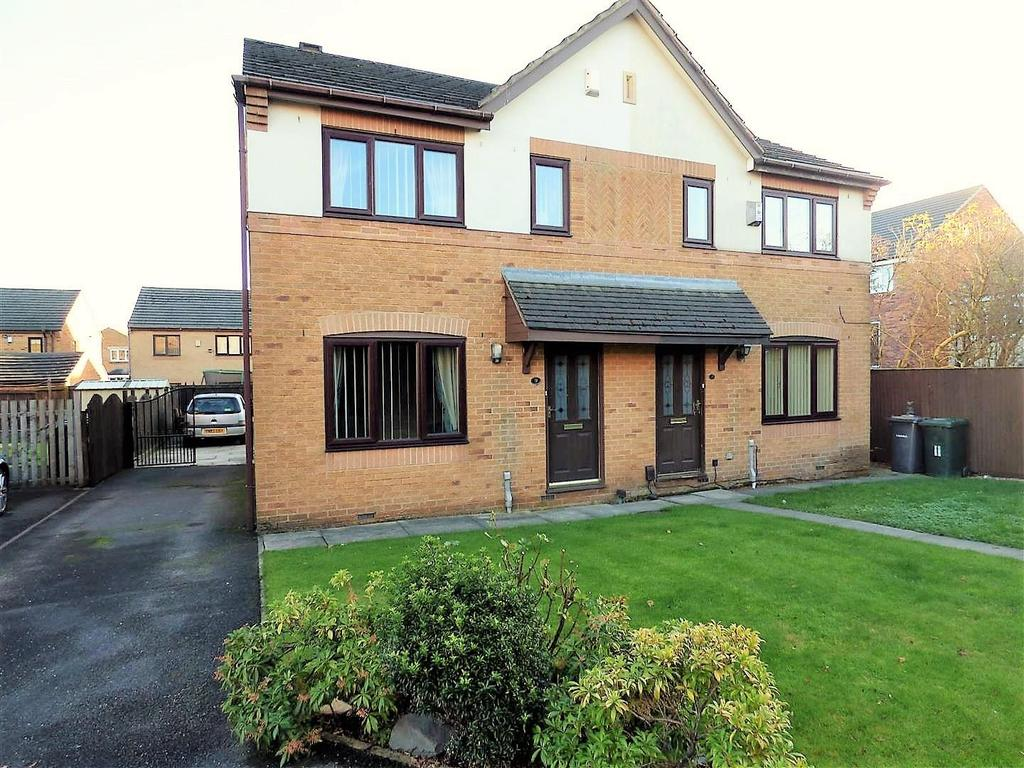 3 Bedrooms Semi Detached House for sale in Bannockburn Court, Bradford, BD5 8AE