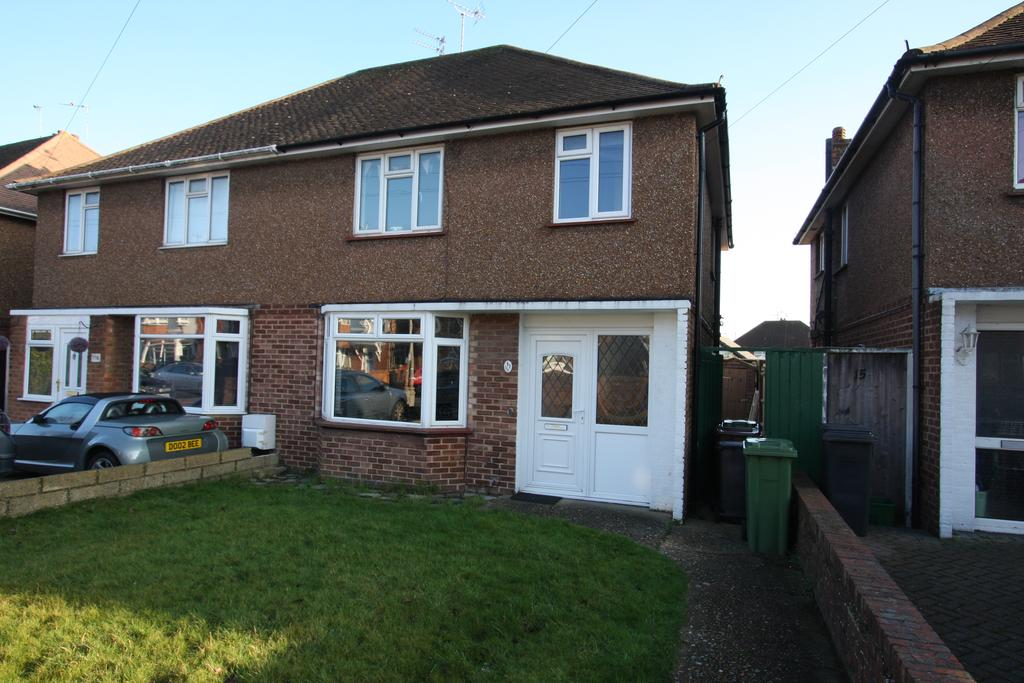 3 Bedrooms Semi Detached House for sale in Marlow Avenue, Eastboure BN22