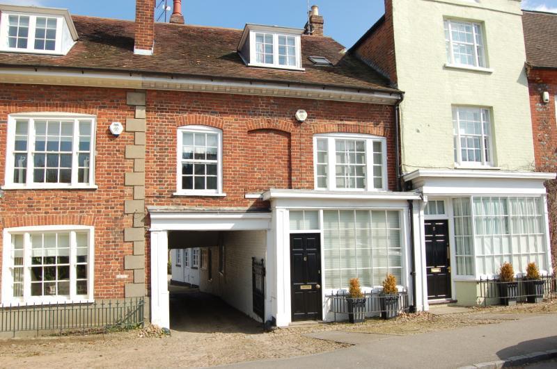 4 Bedrooms Terraced House for rent in Bedford Street, Woburn, Milton Keynes, MK17