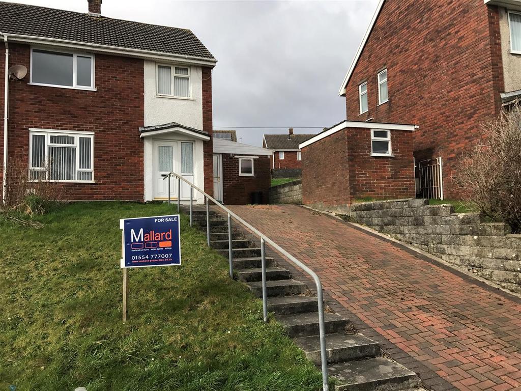 3 Bedrooms Semi Detached House for sale in Heol Gwyr, Penyfan, Llanelli