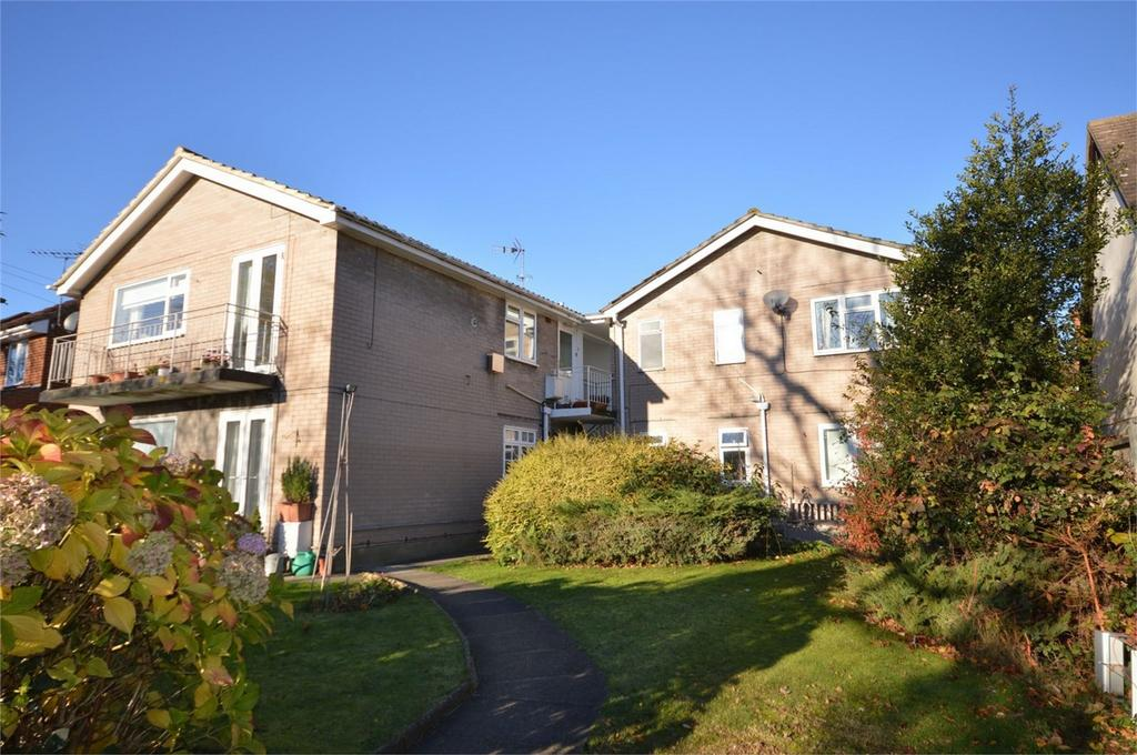 2 Bedrooms Flat for sale in Annes Court, Hemnall Street, Epping, Essex