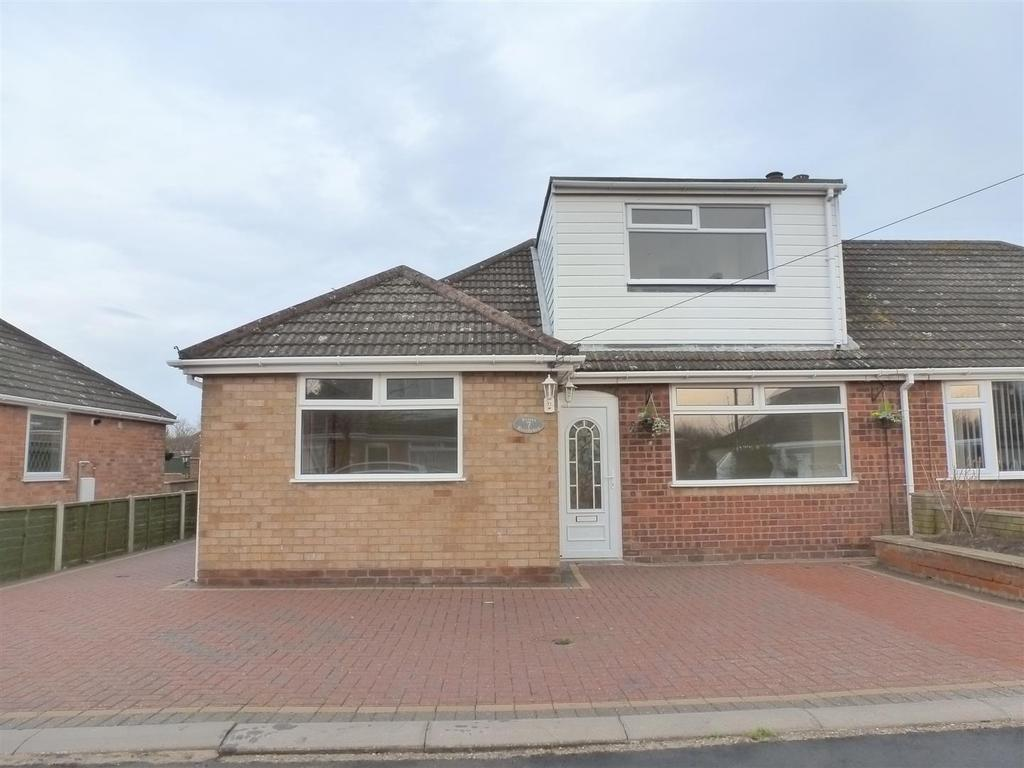 3 Bedrooms Semi Detached Bungalow for sale in Priors Close, New Waltham, Grimsby