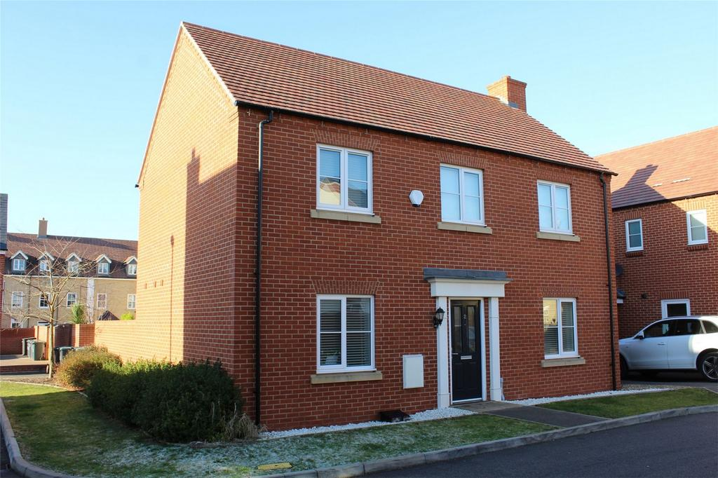 4 Bedrooms Detached House for sale in Bryony Road, Stotfold, Hitchin, Hertfordshire