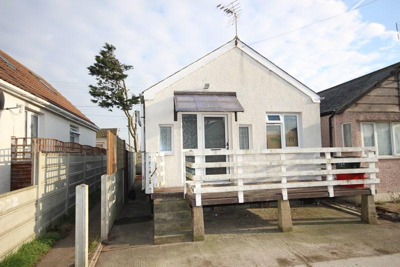 2 Bedrooms Detached Bungalow for sale in Essex Avenue, Jaywick, Clacton-On-Sea