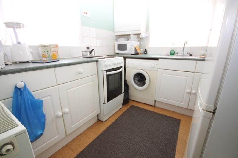 2 Bedrooms Detached Bungalow for sale in Essex Avenue, Jaywick, Clacton-On-Sea