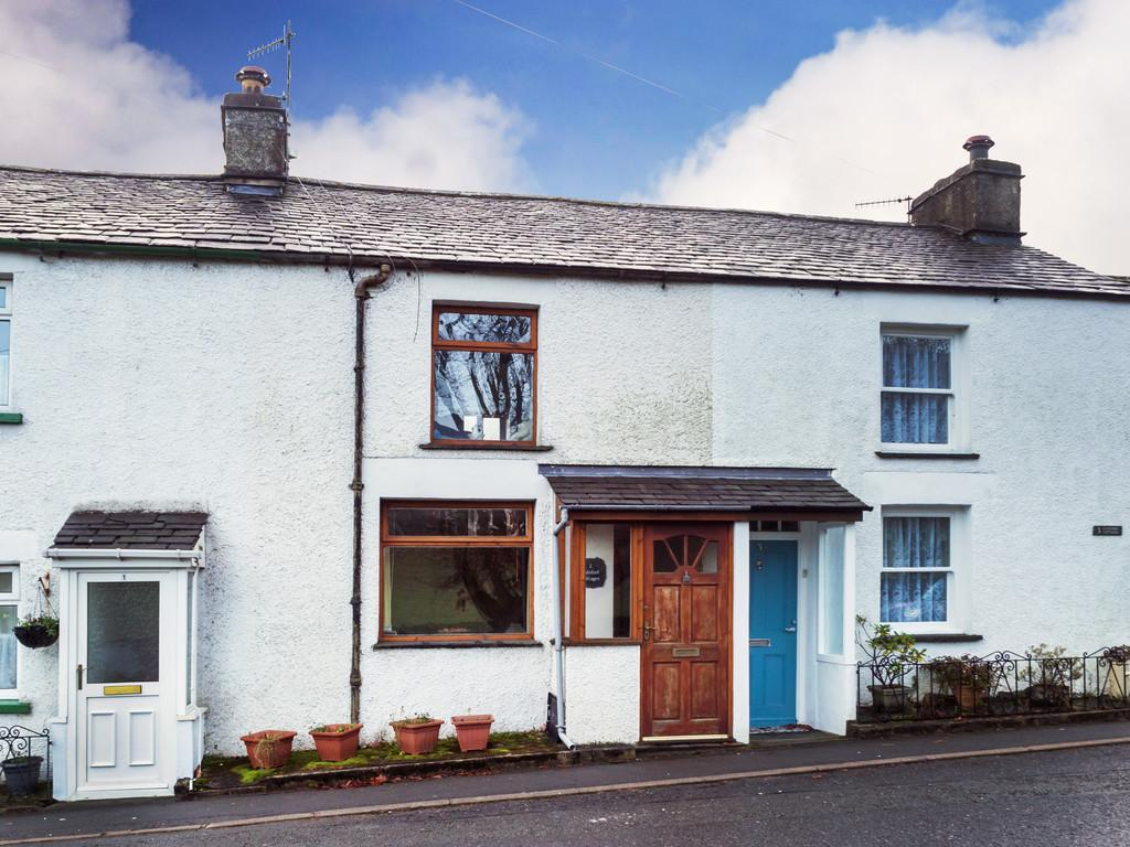 2 Bedrooms Terraced House for sale in 2 Gatefoot Cottages, Windermere Road, Staveley, Kendal, Cumbria, LA8 9PL