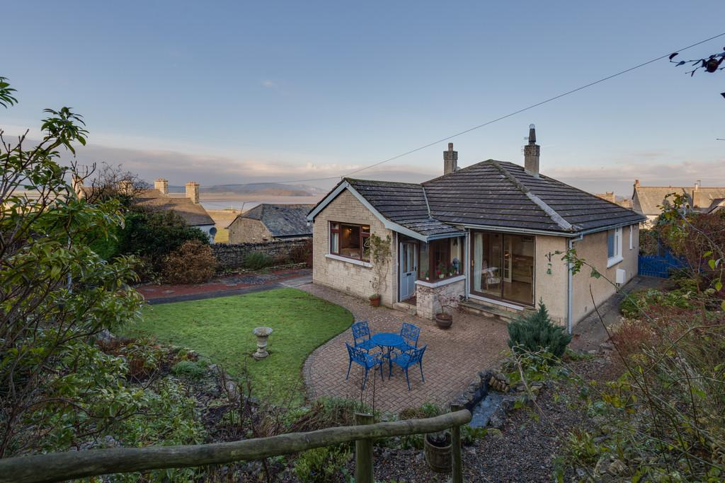 3 Bedrooms Detached Bungalow for sale in 3 Oakroyd Close, Arnside, Cumbria, LA5 0ET