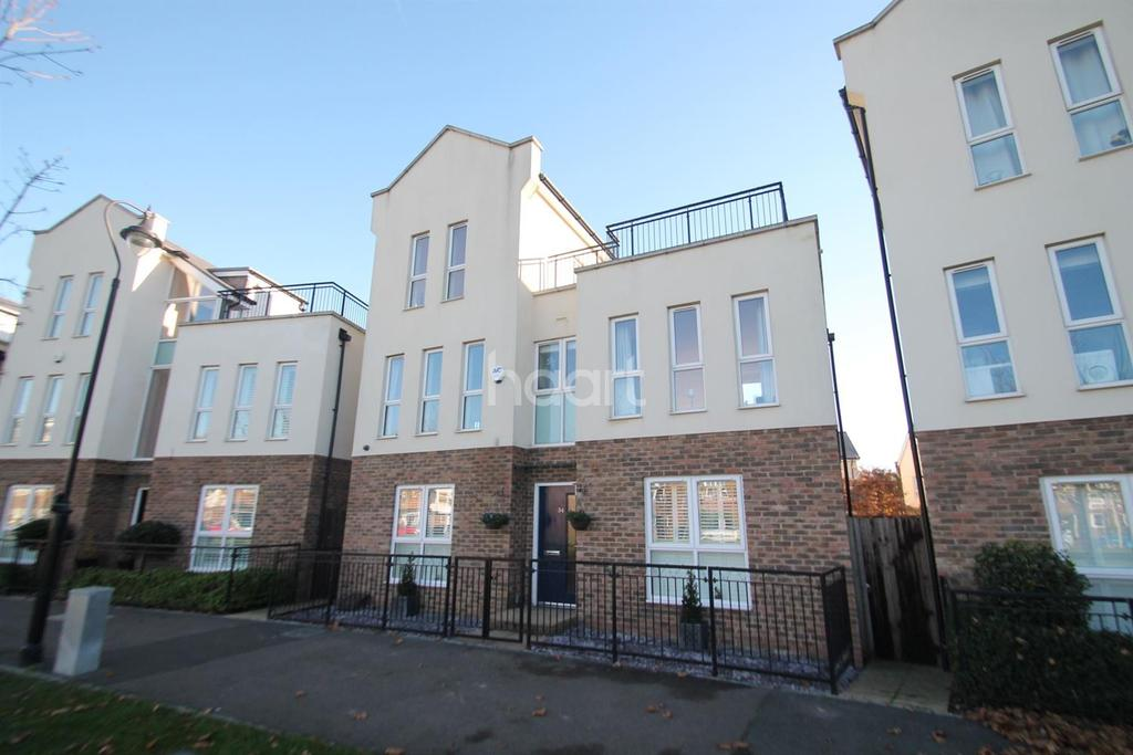 4 Bedrooms Detached House for sale in Liverymen Walk, Greenhithe, DA9