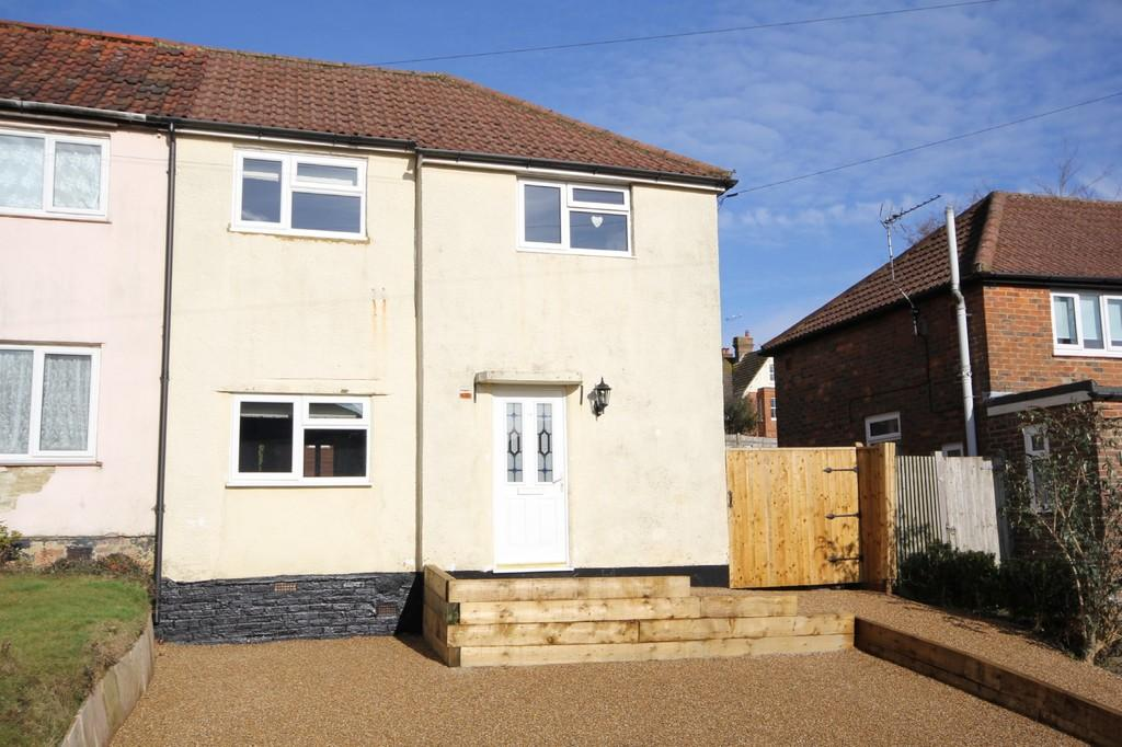 3 Bedrooms Semi Detached House for sale in Wealden Close, Crowborough