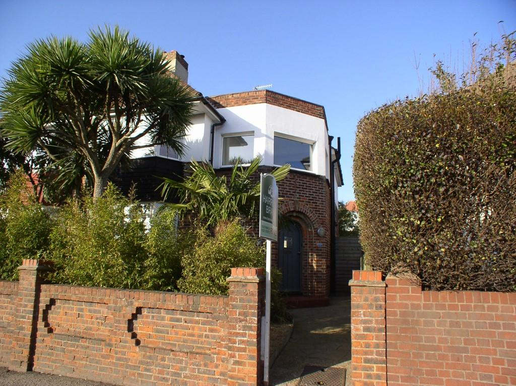 3 Bedrooms Semi Detached House for sale in Southwick