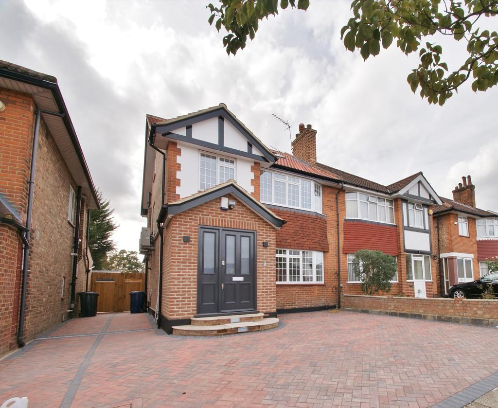 5 Bedrooms Semi Detached House for sale in Gibbon Road, London