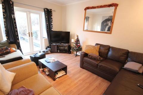 4 bedroom semi-detached house to rent - St Annes Road, Headingley, Leeds