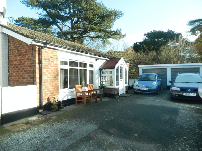 3 Bedrooms Detached Bungalow for sale in Betws Road, Llanrwst