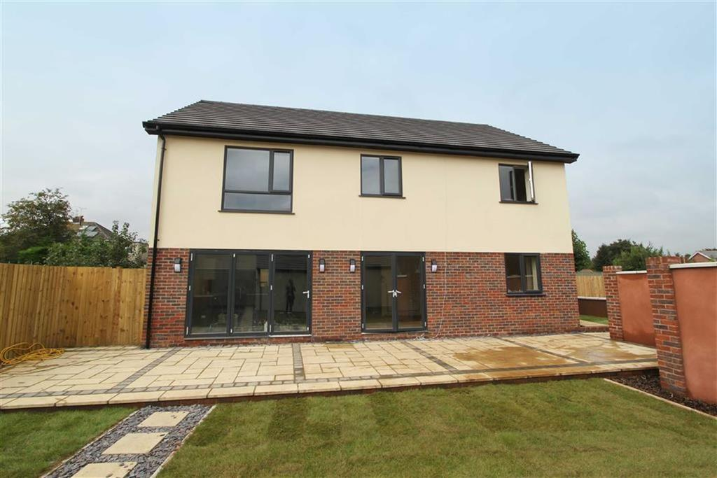 4 Bedrooms Detached House for sale in Badminton Road, Downend, Bristol