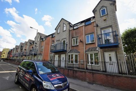 4 bedroom terraced house to rent - Dearden Street Hulme, M15 5lz Manchester