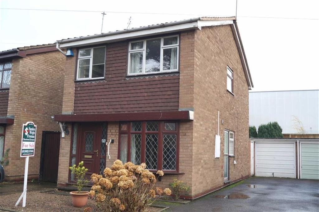 3 Bedrooms Detached House for sale in Hazelwood Drive, Wednesfield, Wolverhampton