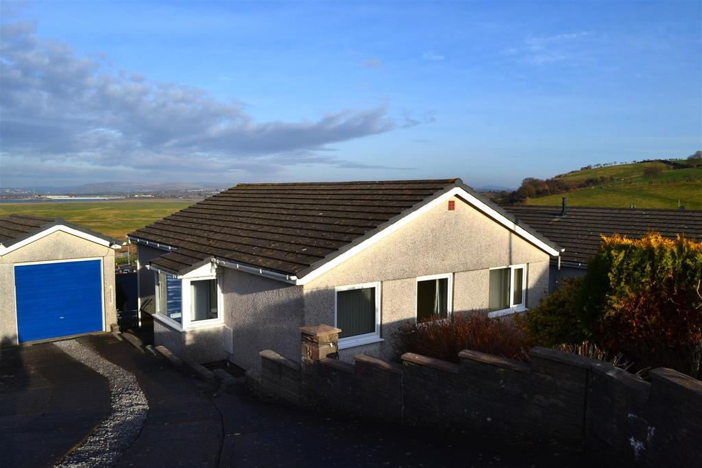 3 Bedrooms Detached Bungalow for sale in Golwg Y Mor, Penclawdd, Swansea