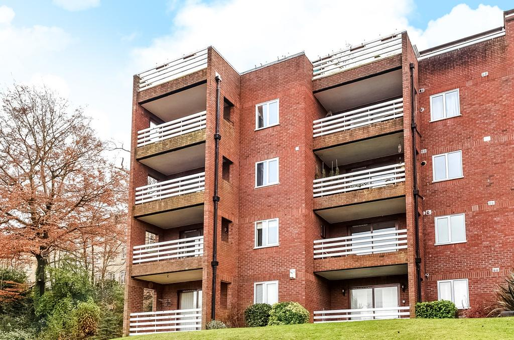 2 Bedrooms Flat for sale in Forest Close Chislehurst BR7