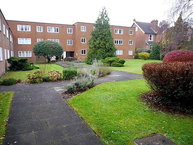 3 Bedrooms Flat for sale in Murton Court, Hillside Road, St. Albans, Hertfordshire, AL1