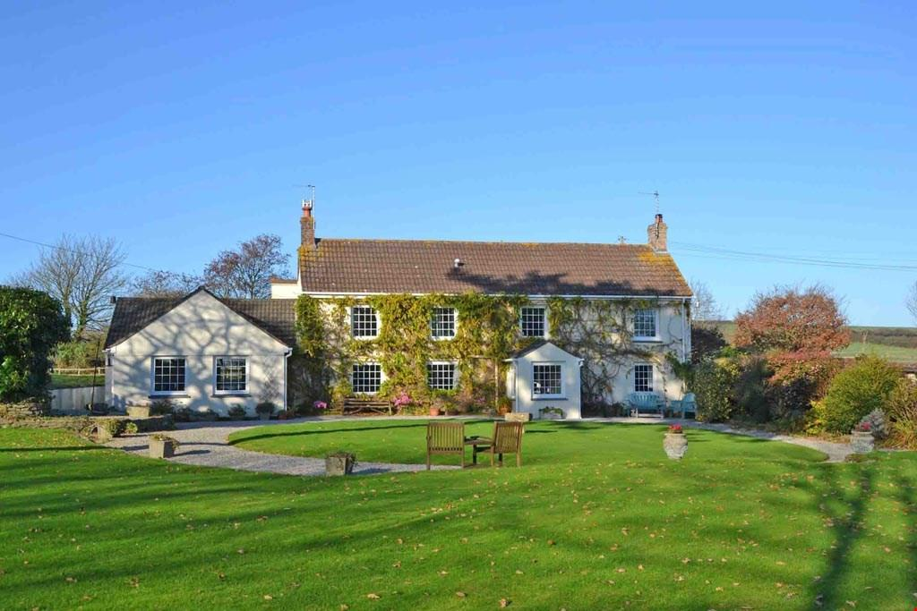 5 Bedrooms Detached House for sale in In the countryside between Probus and Ladock, Nr. Truro, TR2