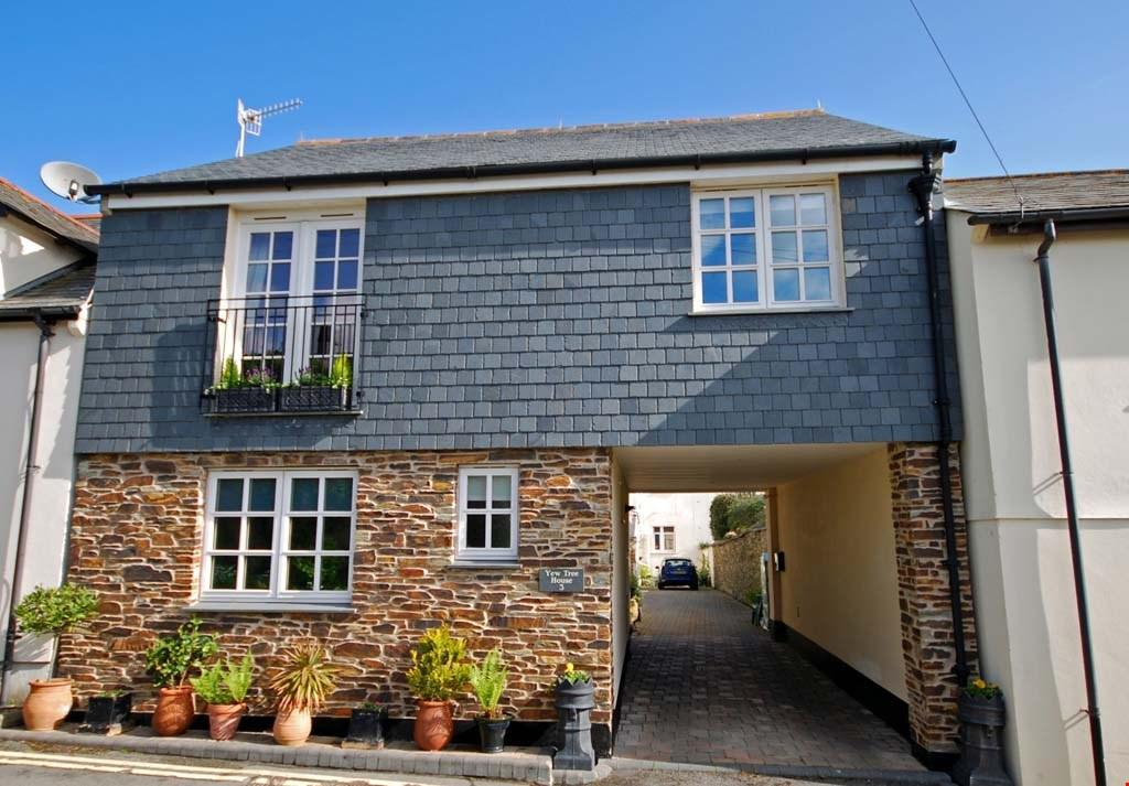 3 Bedrooms Terraced House for sale in Barrack Lane, Truro, Cornwall, TR1