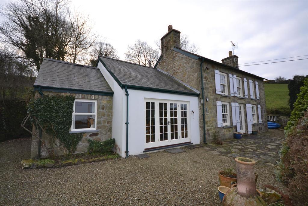 3 Bedrooms Detached House for sale in Sarnau
