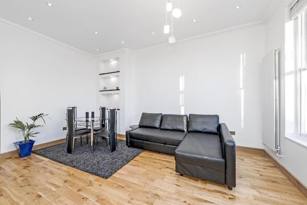 1 Bedroom Flat for sale in Porchester Square, Bayswater, W2