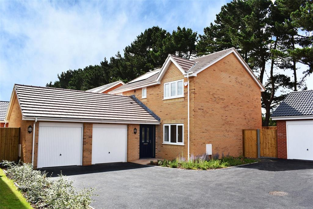 4 Bedrooms Detached House for sale in Larkspur Close, Hoburne Farm, Highcliffe-On-Sea, Dorset, BH23