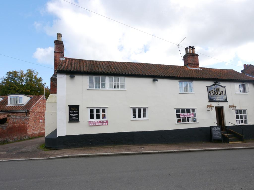 3 Bedrooms Semi Detached House for sale in High Street, Loddon