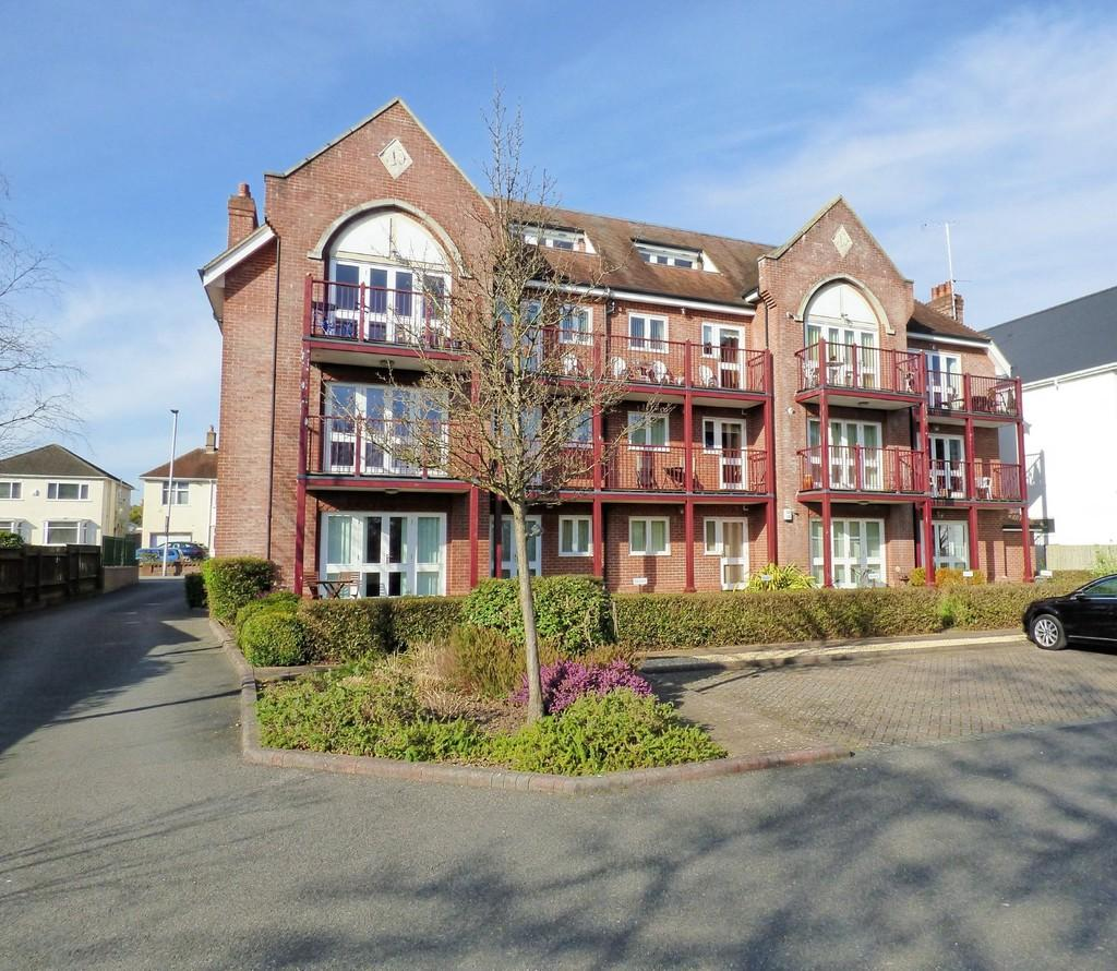 3 Bedrooms Apartment Flat for sale in Poole