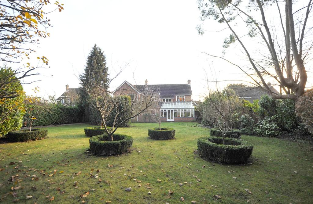 5 Bedrooms Detached House for sale in Willow Green, Ingatestone, Essex, CM4