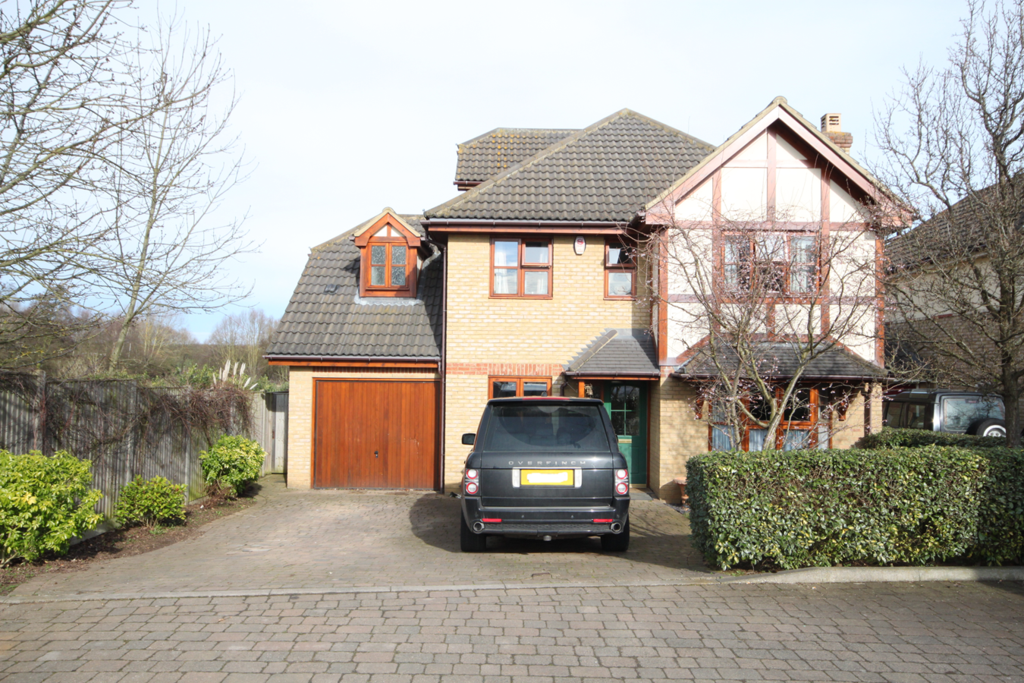 5 Bedrooms Detached House for sale in The Pyghtle, Shefford, SG17