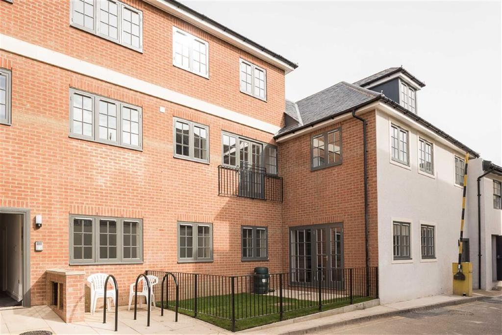 2 Bedrooms Flat for sale in Bridge Street, Leatherhead, Surrey