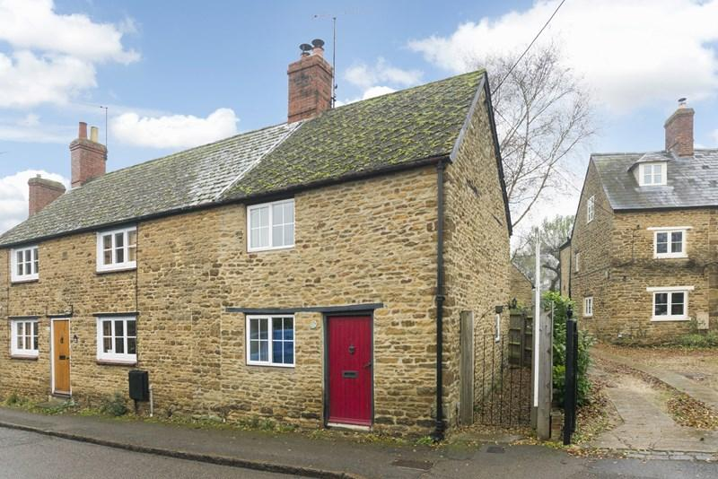 2 Bedrooms Cottage House for sale in Whittall Street, Kings Sutton, Banbury