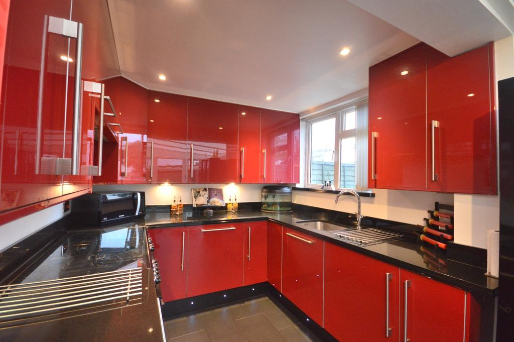 3 Bedrooms End Of Terrace House for sale in Winlaton Road Bromley BR1