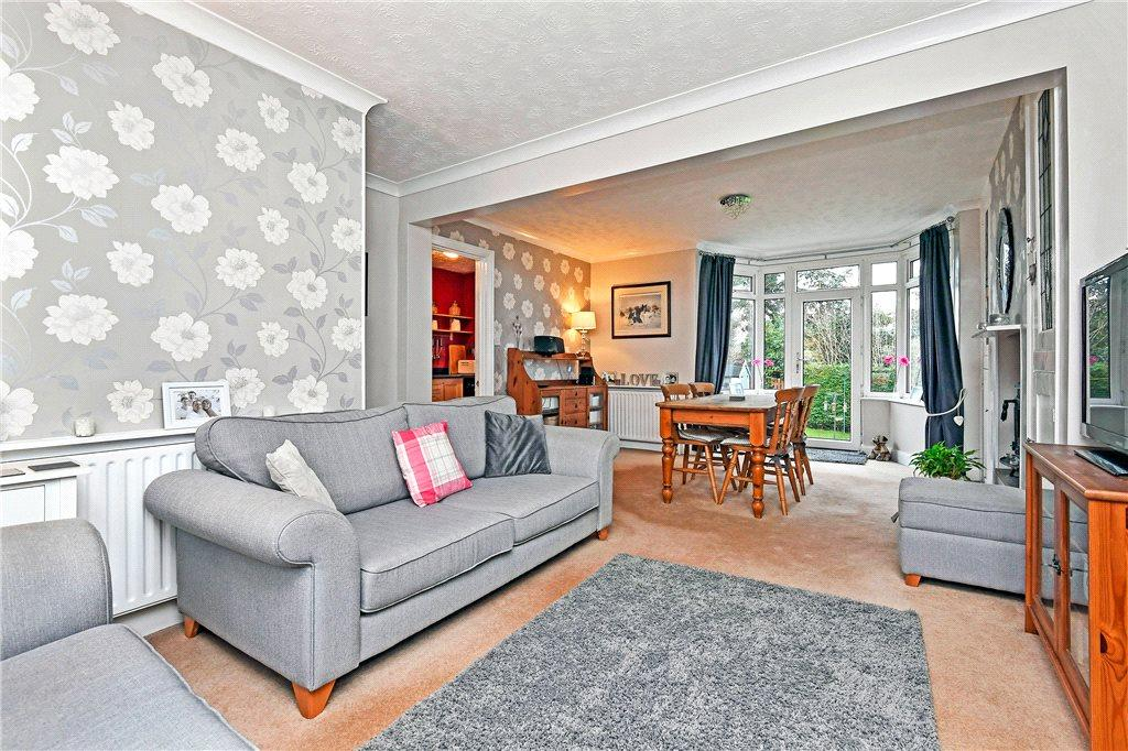 3 Bedrooms Semi Detached House for sale in Bachelor Gardens, Harrogate, North Yorkshire