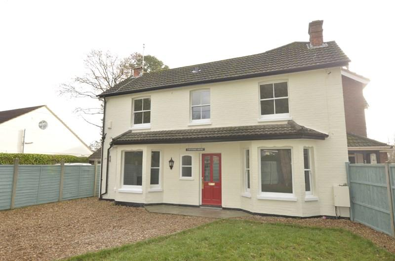 3 Bedrooms Semi Detached House for sale in Moorlands Road, West Moors, Ferndown