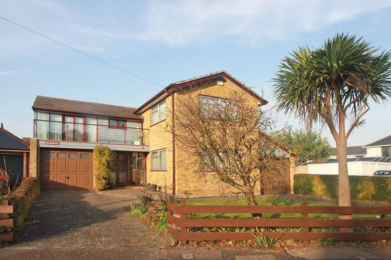 4 Bedrooms Detached House for sale in Queens Avenue, Christchurch