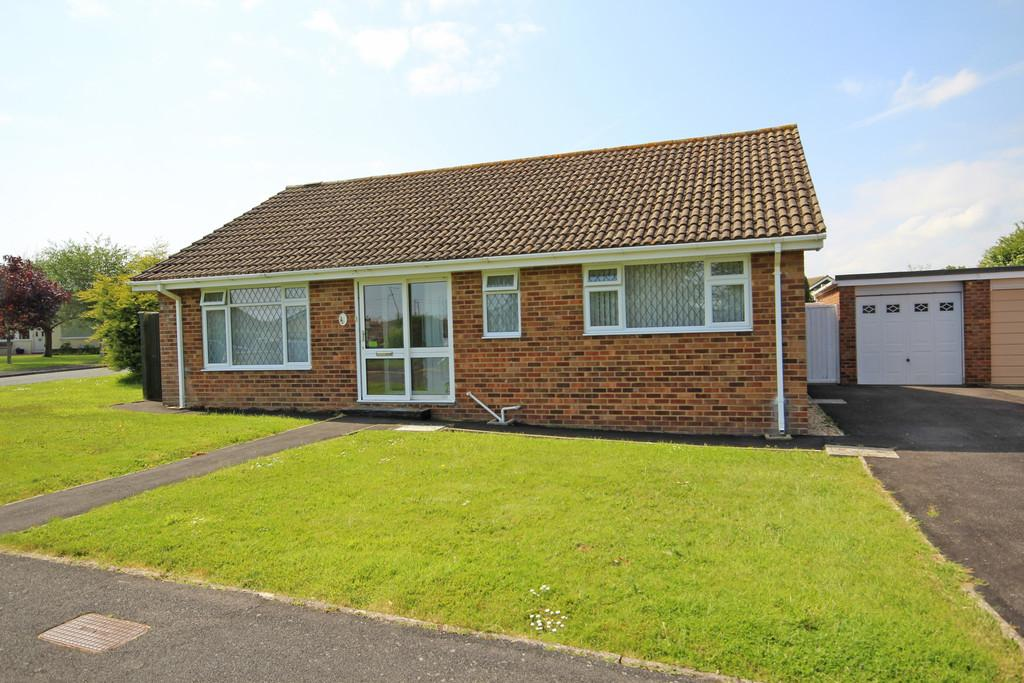 2 Bedrooms Detached Bungalow for sale in Chiltern Close, Barton on Sea
