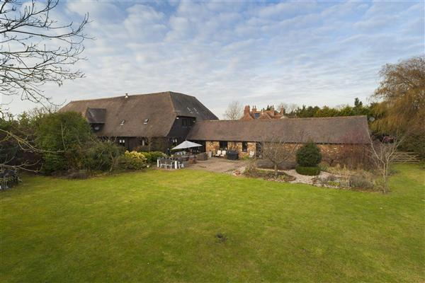 5 Bedrooms Barn Conversion Character Property for sale in East Homestall Barn, Homestall Lane, Graveney