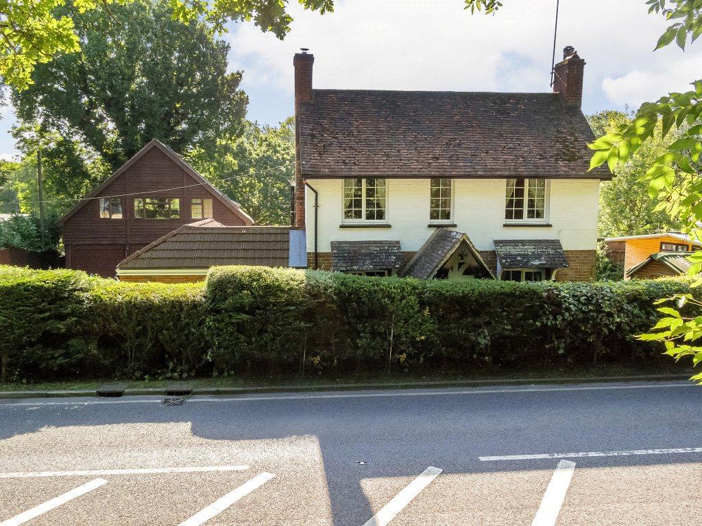3 Bedrooms Detached House for sale in Stane Street, Slinfold, Horsham, West Sussex