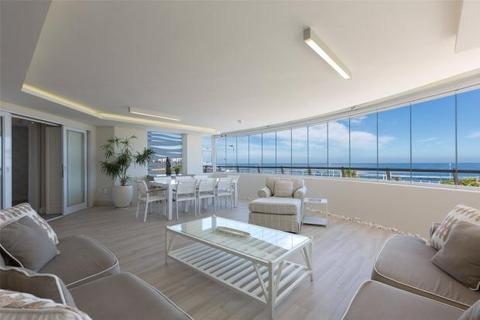 3 bedroom penthouse  - 165 Beach Road, Mouille Point, Cape Town, Western Cape