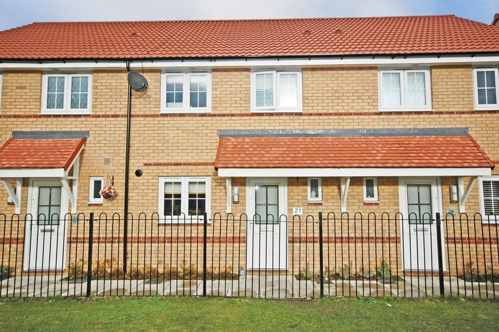 3 Bedrooms Terraced House for sale in Clay Close, Wakefield