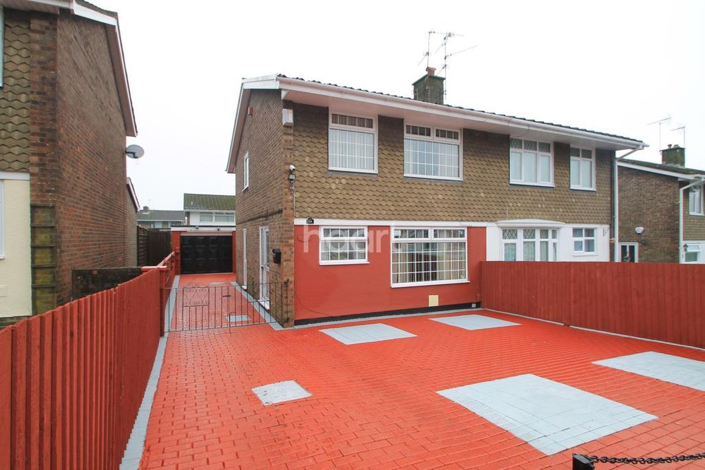 3 Bedrooms Semi Detached House for sale in Court Gardens, Rogerstone