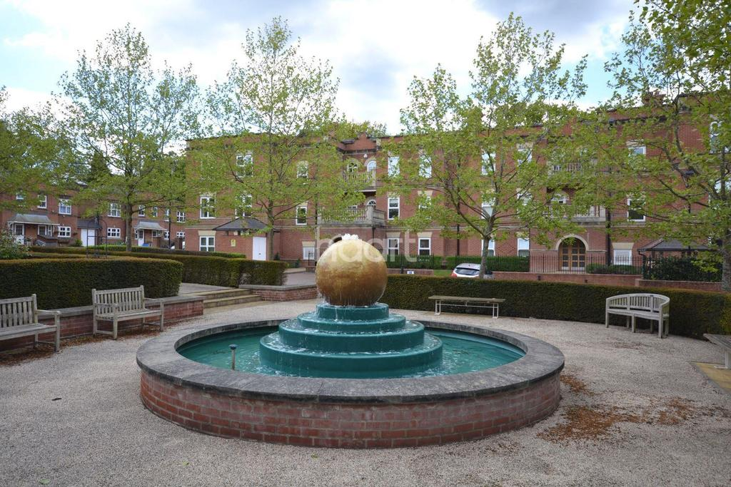 2 Bedrooms Flat for sale in Franklin Court, Wormley