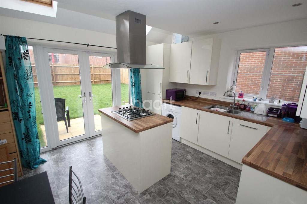 4 Bedrooms Semi Detached House for sale in Hallaton Road, College Gardens, Humberstone